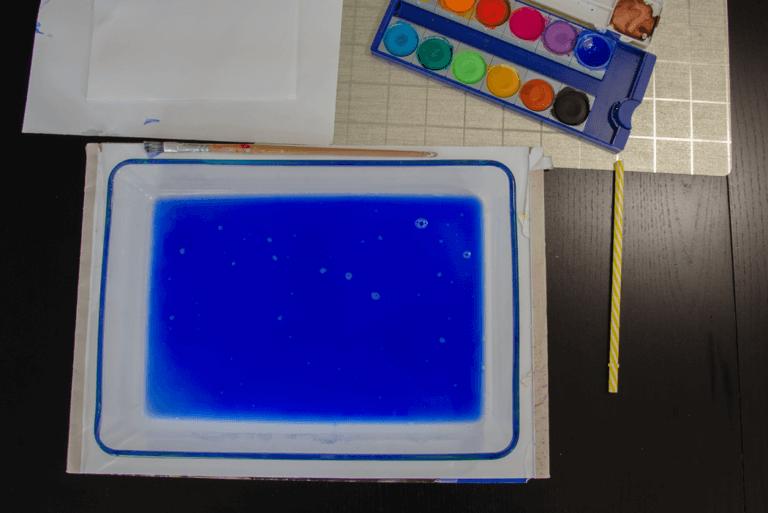 Seifenblasen auf Papier mit Wassermalfarbe