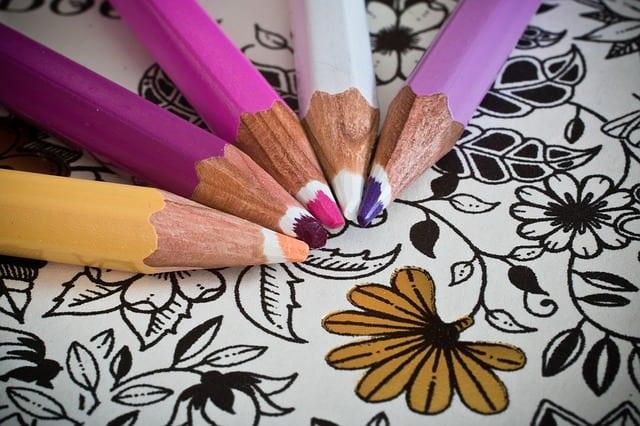 Ausmalbuch für Erwachsene mit Buntstiften