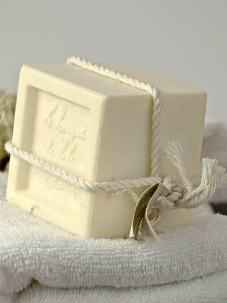 Was ist besser für Haut- feste Seife oder Duschgel