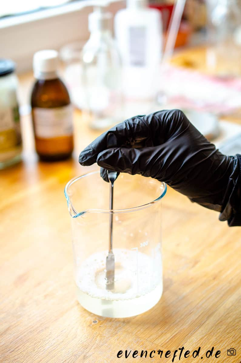 Cremiges Duschgel selber machen - vegan, nachhaltig & für empfindliche Haut   |evencrafted.de ♥ DIY & Naturkosmetik Blog