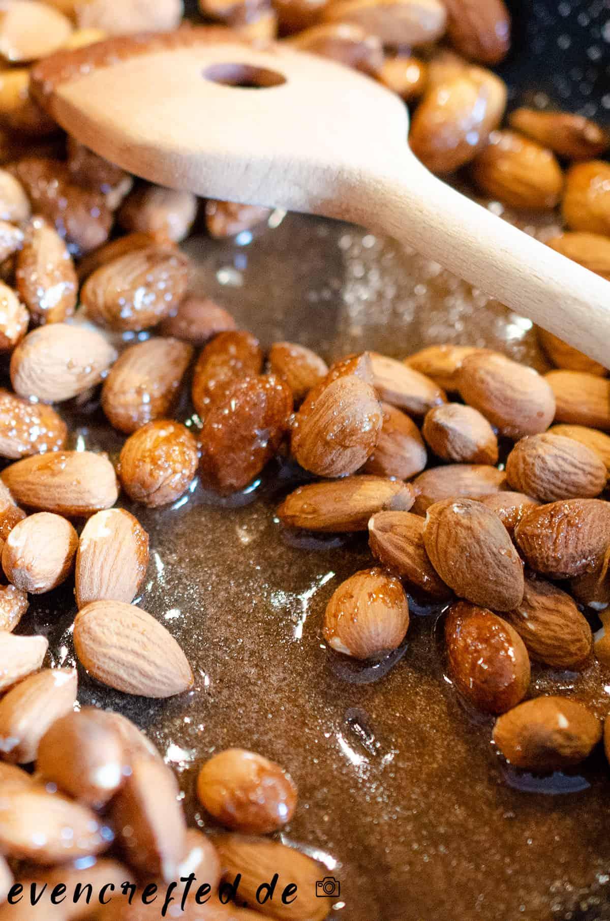 Gebrannte selber machen ist super einfach- mein Rezept dafür kommt mit wenig Zucker aus evencrafted.de ♥ DIY & Naturkosmetik Blog