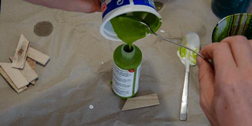Acrylic-PouringReste-zurueck-in-die-Flasche