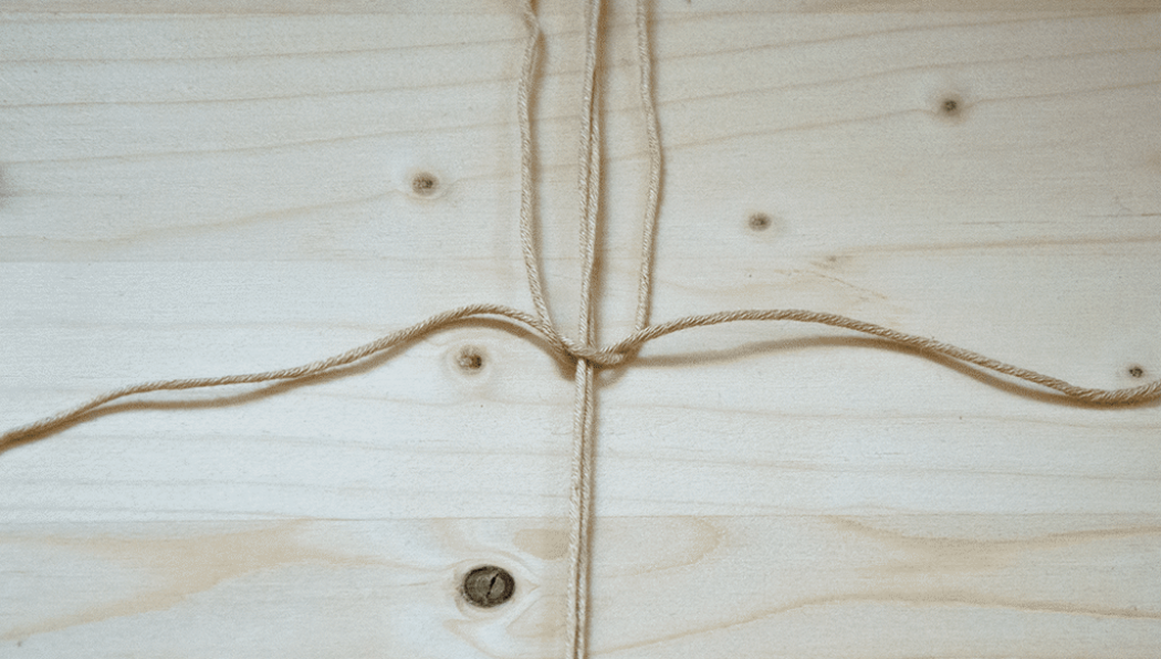 DIY Makramee: Halber Weberknoten Schritt 3
