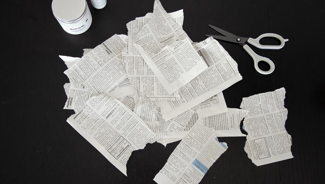 Zeitungspapierschnipsel